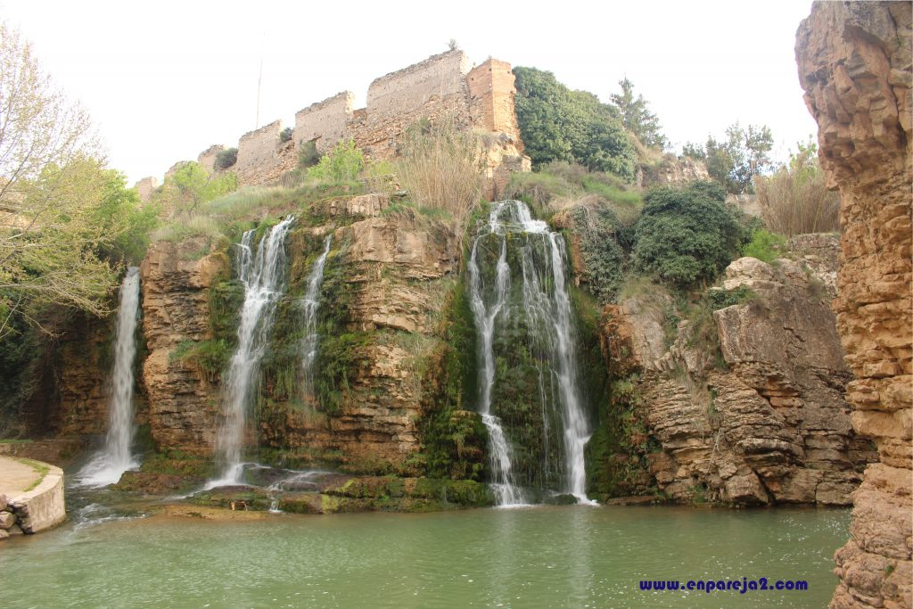 Castillo y Cascadas Villa de Muel