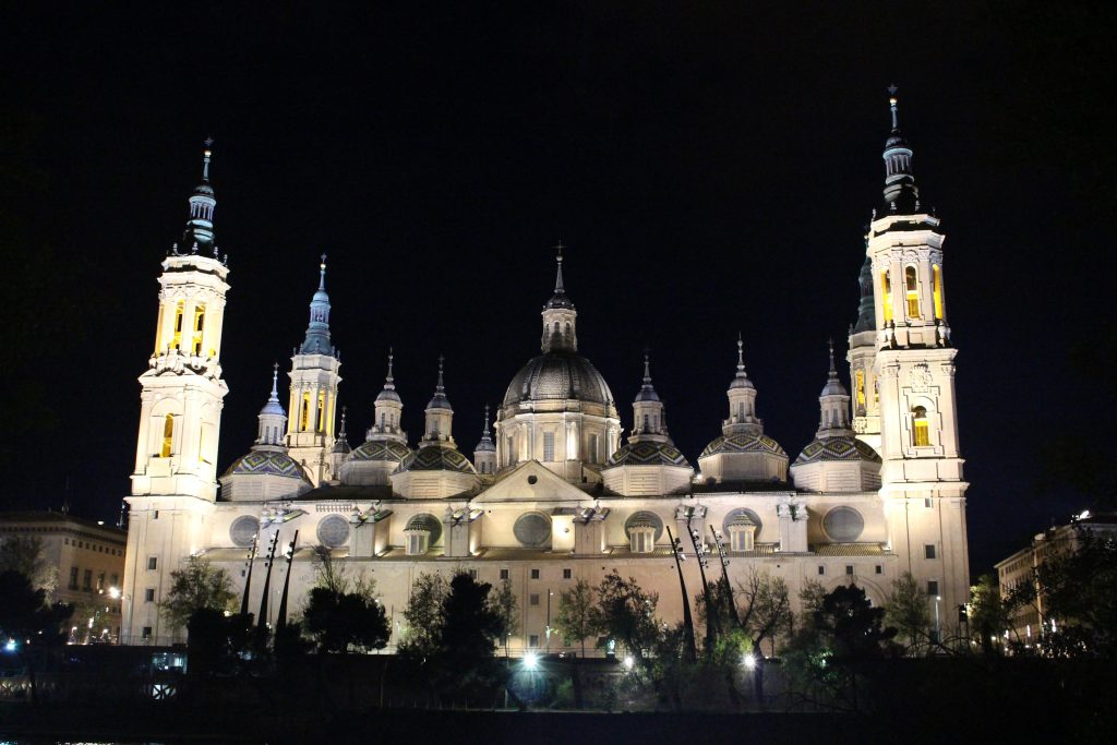 El Pilar de Noche Zaragoza